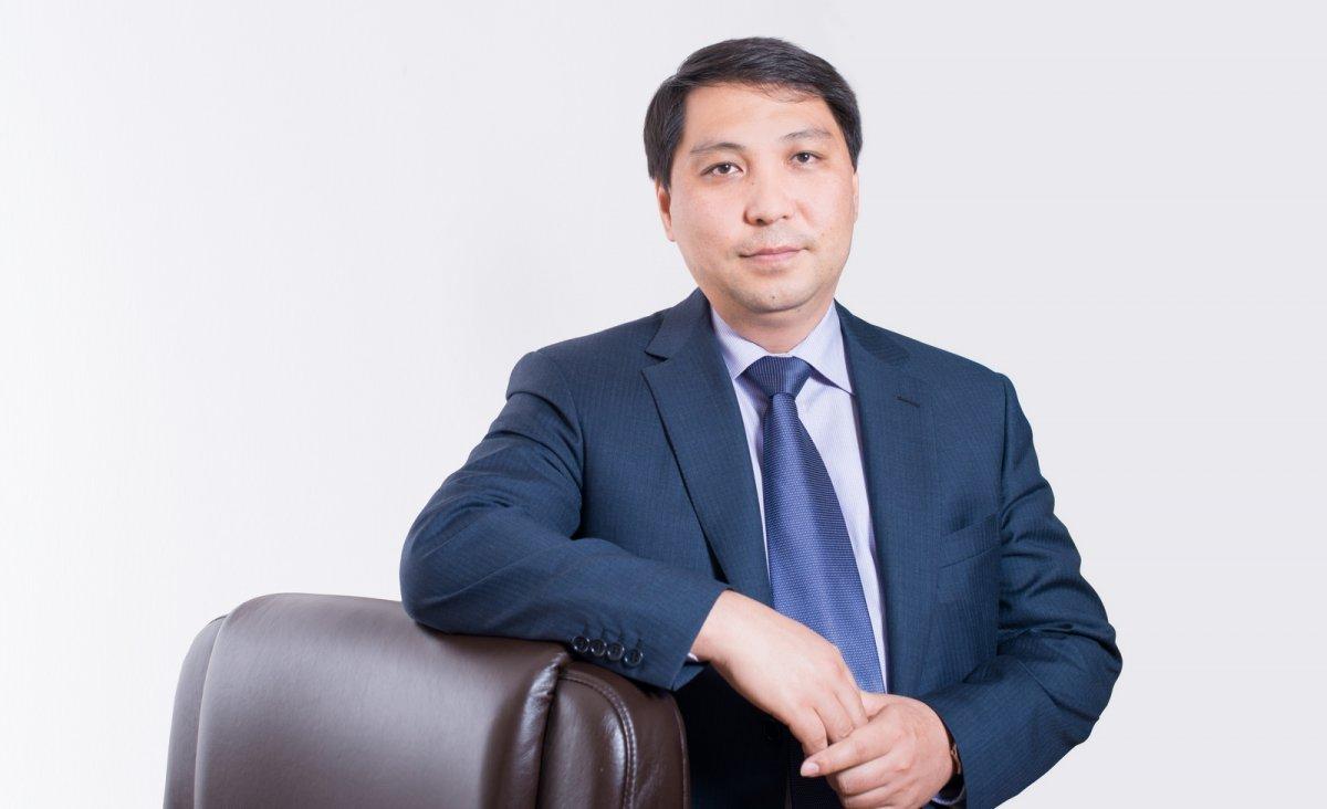 Сакен Сарсенов